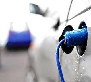 Elektromobily a snaha o redukciu emisií ohrozujú zisky automobiliek