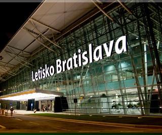 Letisko v Bratislave vybavilo v júli tohto roka 304.388 cestujúcich